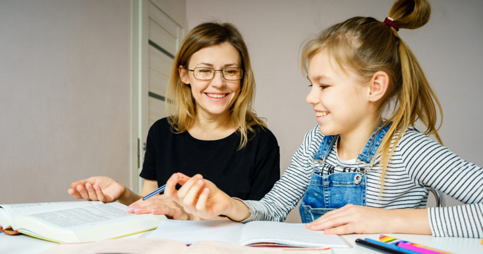 An Alternative to Consider: 4 Pros and Cons of Homeschooling