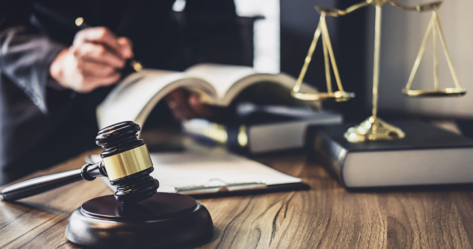4 Things to Think About When Hiring a Lawyer