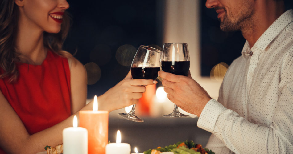How to Plan a Romantic Candle Light Dinner at Home
